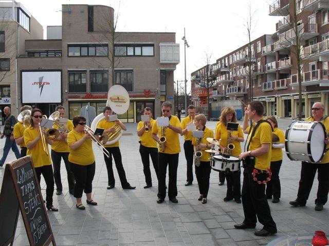optreden plein almere 02-04-2011 002