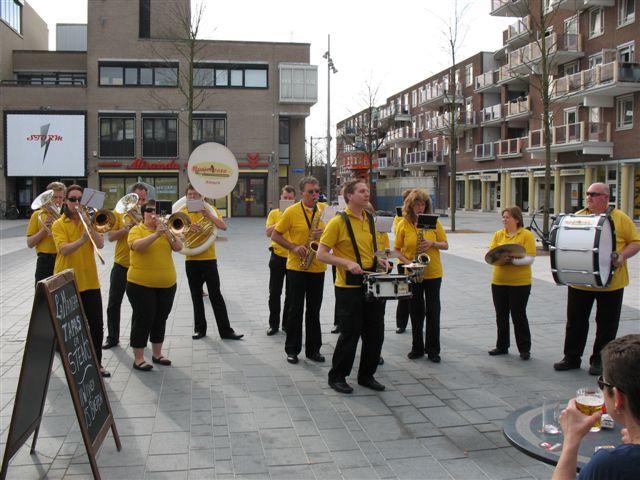 optreden plein almere 02-04-2011 003