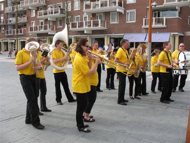 optreden plein almere 02-04-2011 004