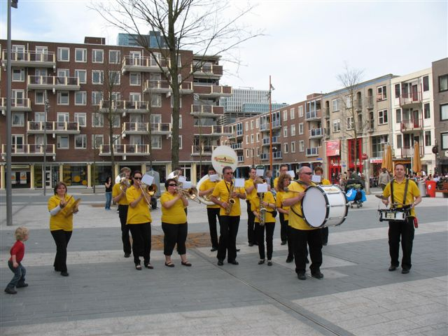 optreden plein almere 02-04-2011 006