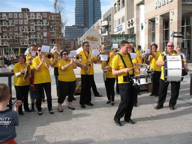 optreden plein almere 02-04-2011 009