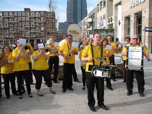 optreden plein almere 02-04-2011 011