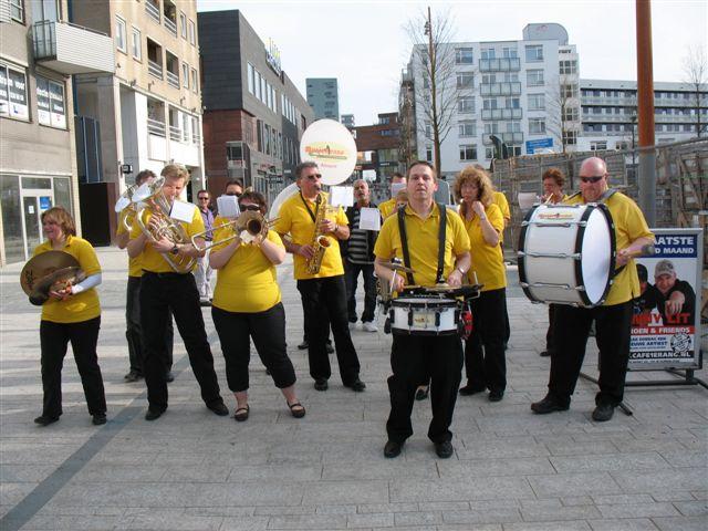 optreden plein almere 02-04-2011 013