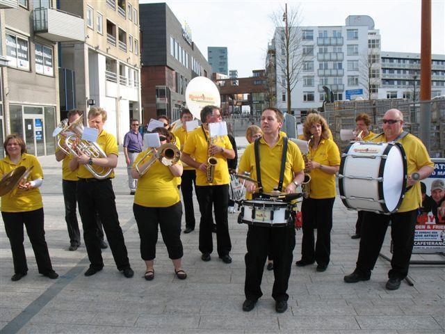 optreden plein almere 02-04-2011 014