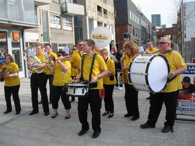 optreden plein almere 02-04-2011 015