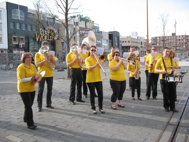 optreden plein almere 02-04-2011 016