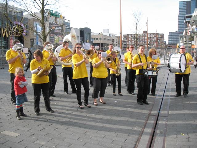 optreden plein almere 02-04-2011 018