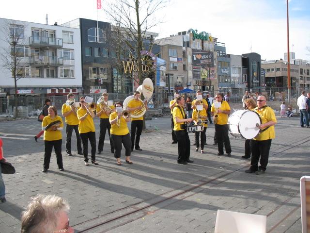 optreden plein almere 02-04-2011 019