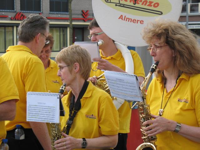 optreden plein almere 02-04-2011 020