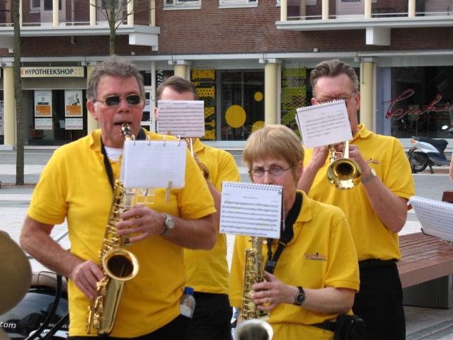 optreden plein almere 02-04-2011 024
