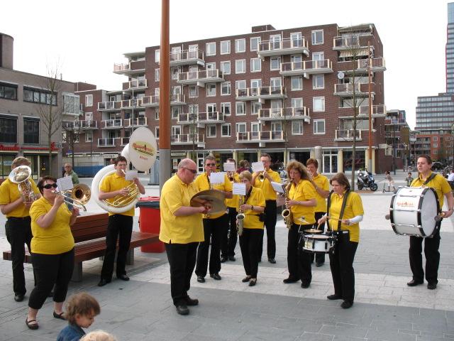 optreden plein almere 02-04-2011 025