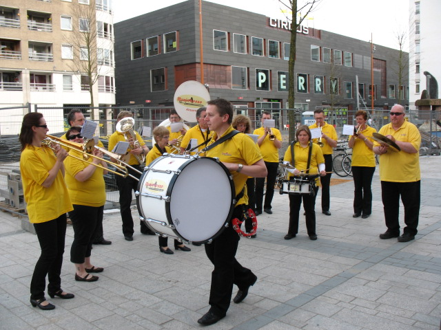 optreden plein almere 02-04-2011 026