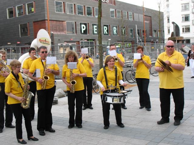 optreden plein almere 02-04-2011 028