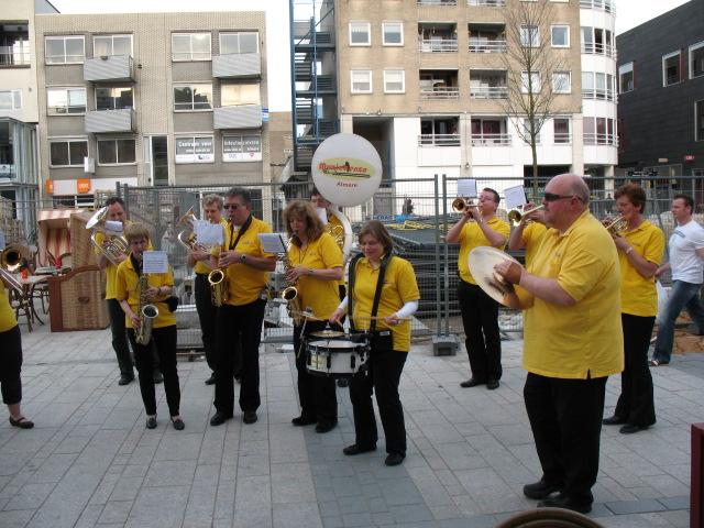optreden plein almere 02-04-2011 030