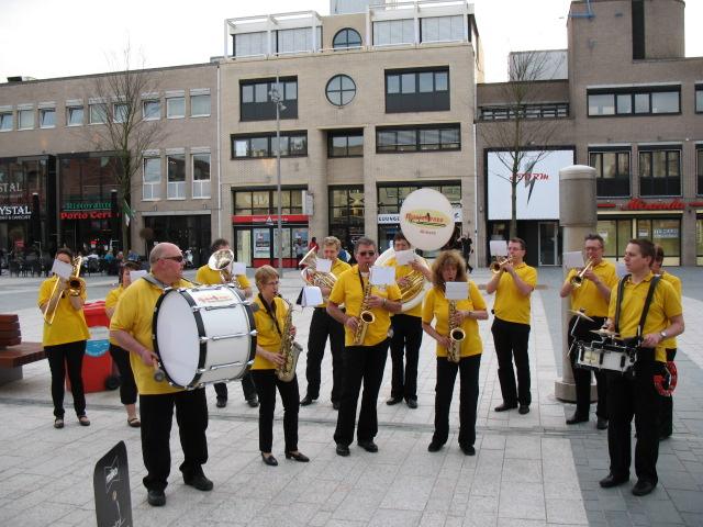 optreden plein almere 02-04-2011 034