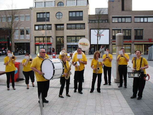 optreden plein almere 02-04-2011 035