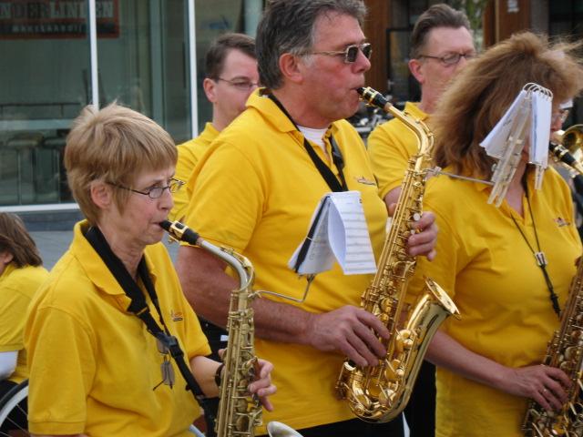 optreden plein almere 02-04-2011 037