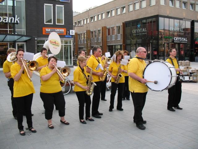 optreden plein almere 02-04-2011 038